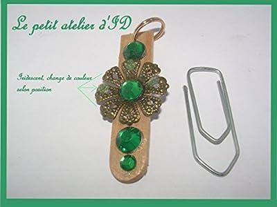 Pendentif strass vert métal doré