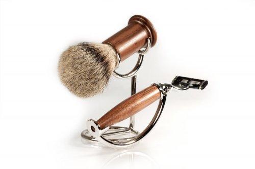 RAZZOOR 3-teiliges Rasierset Walnussholz für Gillette Mach3 Rasierklingen - stilvolles Rasierpinsel Set Dachshaar Silberspitz für die Nassrasur mit kompaktem Halter, glanzverchromt