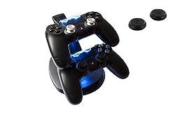 GAMINGER Ladestation für 2 PlayStation 4 PS4 Dualshock Controller, mit LED-Ladestatusanzeige, in schwarz, Aktionszugabe 2 Thumb Grips