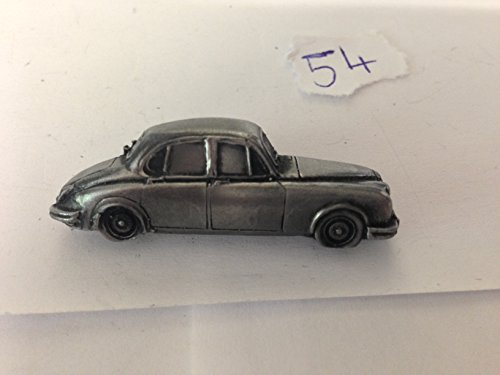 daimler-v8-3d-pin-badge-car-pewter-effect-pin-badge-ref54