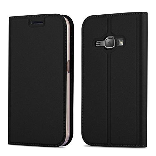 Cadorabo Hülle für Samsung Galaxy J1 2016 (6) - Hülle in SCHWARZ – Handyhülle mit Standfunktion und Kartenfach im Metallic Look - Case Cover Schutzhülle Etui Tasche Book Klapp Style