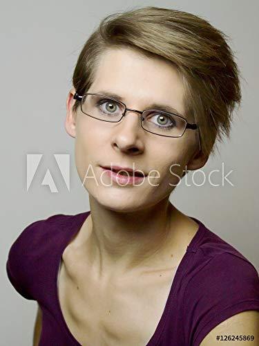 druck-shop24 Wunschmotiv: Portrait Einer Jungen Frau mit kurzen blonden Haare und Brille #126245869 - Bild hinter Acrylglas - 3:2-60 x 40 cm / 40 x 60 cm