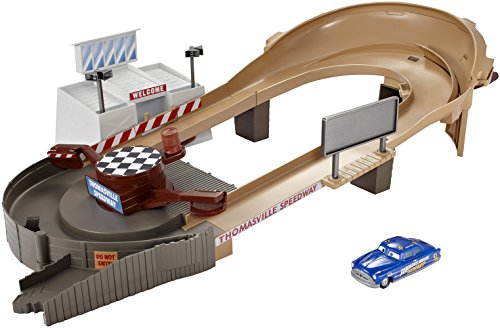 mattel-dxy92-cars-3-movie-thomasville-track-set