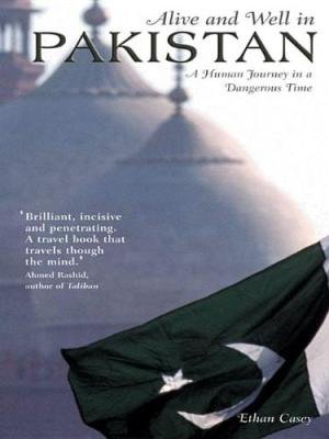 Alive and Well in Pakistan por Ethan Casey