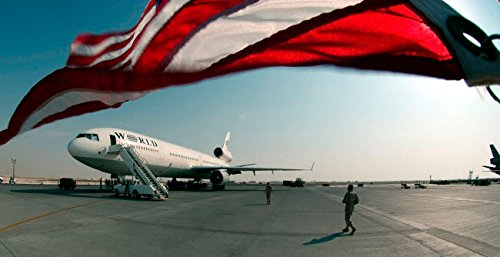Stocktrek Images - The Wind Blows The US Flag Over The top of The DC-10 Rotator Aircraft Kunstdruck (86,36 x 55,88 cm) - Dc Poster Flag
