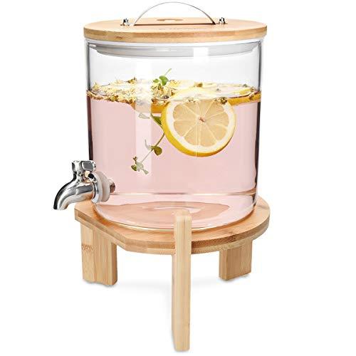Ofrece a tus huéspedes limonada, zumo, gaseosa, té o cualquier otra bebida directamente del grifo con este dispensador de bebidas de cristal. ¡Incluso el agua tendrá mejor pinta echándole hielo o fruta!¿ALGUIEN TIENE SED?Con este bote dispensador, po...