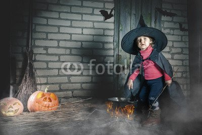 druck-shop24 Wunschmotiv: Little witch making a magic potion at Halloween night. Horror. #119524265 - Bild als Foto-Poster - 3:2-60 x 40 cm/40 x 60 cm