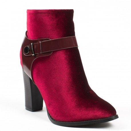 Ideal Shoes - Bottines effet velours à talons épais et sanggles Moana Rouge