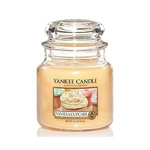 yankee candle bougie parfum e en pot senteur cupcake la vanille jaune taille m. Black Bedroom Furniture Sets. Home Design Ideas