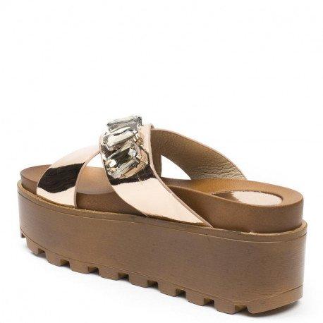 Ideal Shoes - Mules à plateforme vernies et incrustées de strass Maneline Champagne