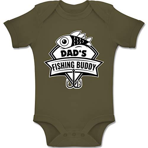 Sport Baby - Dad's Fishing Buddy - 3/6 Monate - Olivgrün - BZ10 - Baby Body Kurzarm für Jungen und Mädchen
