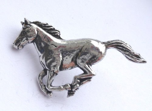 Anstecker, Motiv laufendes Pferd, handgefertigt aus massivem Zinn in Großbritannien -