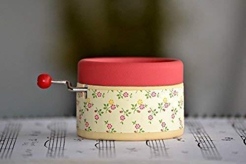 Caja de música manual artesanal con motivos nata y fresa con la melodía * La bella y la bestia *. Diseño exclusivo y único. Regalo ideal para los amantes de la música y la película.