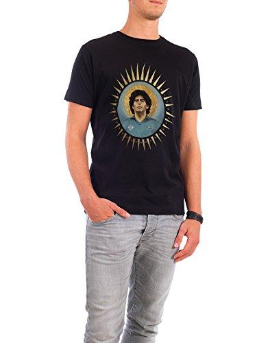 """Design T-Shirt Männer Continental Cotton """"Ikone Maradona (1986)"""" - stylisches Shirt Sport / Fußball Menschen von David Diehl Schwarz"""