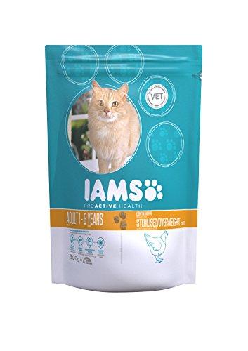 Iams Adult Weight Control fettarmes Trockenfutter (zur Gewichtskontrolle bei erwachsenen Katzen mit viel Huhn, enthält viel hochwertiges tierisches Protein), 7er Pack (7 x 300 g Beutel) -