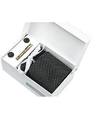 Coffret Cadeau Prague - Cravate noire à losanges satinés mat et petits carrés blancs, boutons de manchette, pince à cravate, pochette de costume