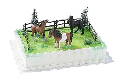 Cake Company Torten-Figur mit 3 Pferden von Bullyland | Torten-Deko Set mit 2 Bäumen & 4 Zäune aus Kunststoff | Kuchen-Deko für Kinder-Geburtstag & Motiv-Torten | Torten-Verzierung für Pferdeliebhaber