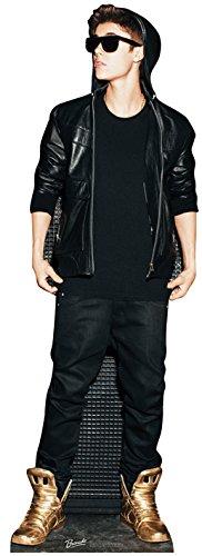 fsteller von Justin Bieber mit Kapuzenpullover und Goldschuhe ()