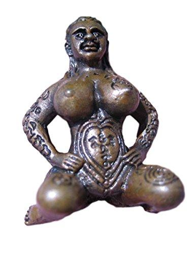 Latón Naked Nude Lady sentado amuleto Tailandia buena suerte amuleto budista Bendición