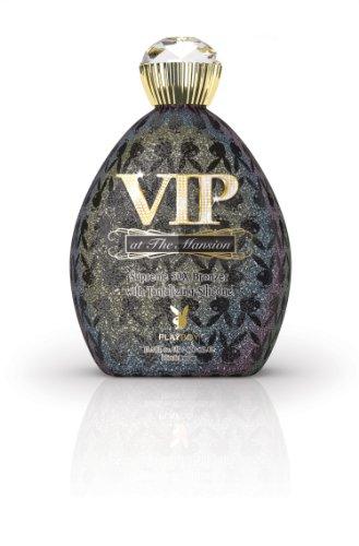 Playboy VIP bei der Mansion Supreme 50x Bronzer mit verführerischen Silikonen -