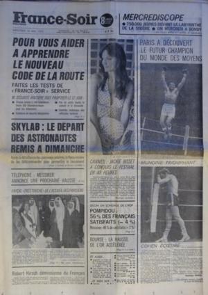 FRANCE SOIR du 16-05-1973 POUR VOUS AIDER A APPRENDRE LE NOUVEAU CODE DE LA ROUTE SKYLAB - LE DEPART DES ASTRONAUTES REMIS A DIMANCHE TELEPHONE - MESSMER ANNONCE UNE PROCHAINE HAUSSE PARIS A DECOUVERT LE FUTUR CHAMPION DU MONDE DES MOYENS - MUNDINE TRIOMPHANT ET COHEN ECOEURE CANNES - JACKIE BISSET A CONQUIS LE FESTIVAL POMPIDO ET MESSMER - SONDAGE ROBERT HIRSCH DEMISSIONNE DU FRANCAIS LE ROI FAYCAL TRES TOUCHE DE L'ACCUEIL DES PARISIEN par Collectif