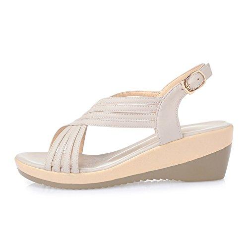 Sandalen mit einer runden Ferse;Ein Paar Sommer Sandalen White