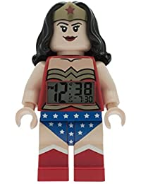 LEGO DC Comics Super Heroes Wonder Woman Kinder-Wecker mit Minifigur und Hintergrundbeleuchtung | blau/rot| Kunststoff | 24 cm hoch | LCD-Display | Junge/ Mädchen | offiziell