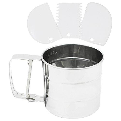 COM-FOUR® 4-teiliges Zubehör Set aus Mehlsieb aus rostfreiem Stahl und Teigschaber in drei verschiedenen Ausführungen