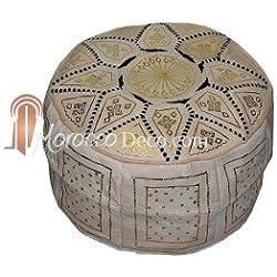 Puf, pouf de cuero modelo marroquí hecho a mano. Mide 45 cm de diámetro y 23 cm de alto aproximadamente. Se vende vacío. Se rellena con papel de periódicos, trapos o goma espuma