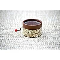 Caja de música manual color chocolate con la melodía * Stand by me *. El regalo perfecto para los amantes de la música.