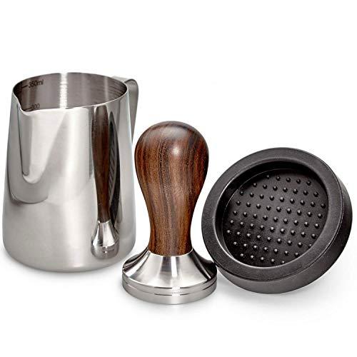 ROASTEIN Premium Kaffee Tamper Set 51mm aus Edelstahl mit Echtholzgriff inklusive Milchkännchen [330ml] aus Edelstahl I Espresso Tamper inkl. Tampermatte I Der Kaffee Stempel für alle 51mm Siebträger!