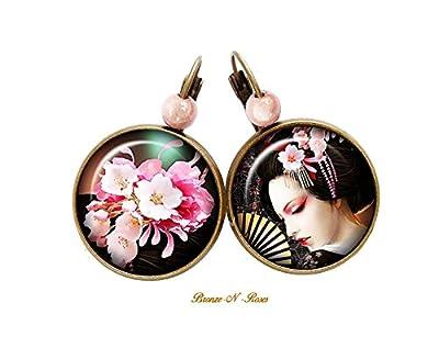 Boucles d'oreilles Geisha à l'éventail cabochon bronze verre noir et rose verre dormeuses