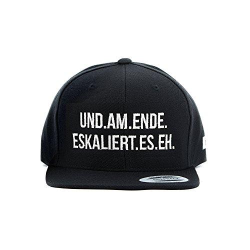 """Snapback Cap THEGOODVIBES mit Statement Stick """"UND AM ENDE ESKALIERT ES EH"""" - Lässiger Spruch und sportlicher Look - black/schwarz"""