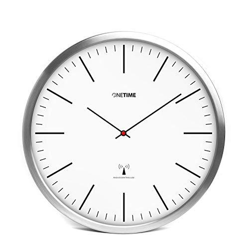 ONETIME Weiße Funkwanduhr aus Aluminium mit lautlosem Sweep Uhrwerk - Striche - 30,5 cm 12 Zoll (Ø) - Striche - kein nerviges Ticken