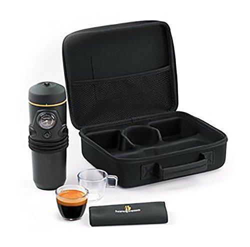 Preisvergleich Produktbild Handpresso 48251 - Auto ESE Set in schwarz mit 2 Tassen und 1 Serviette - für einen 12 Volt Anschluss in schwarz - der perfekte Begleiter für eine längere Autotour oder einen Campingausflug