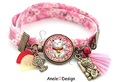 Bracelet Chat porte bonheur japonais, poisson, chat maneki neko, fleurs sakura, pomme, perles, pompon rose, bracelet chance
