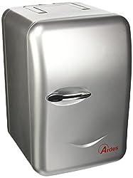 Minifrigorifero termoelettrico portatile con capacità 6L. Consente di raffreddare cibi e bevande. Ideale per un utilizzo a casa, in auto, in ufficio o in campeggio. Dimensioni interne: L 130 x P 130 x H 260: può alloggiare 4 bottiglie da 0,5L. Scompa...