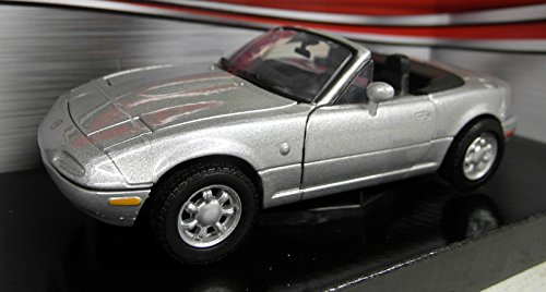 1-24-scale-73262s-mazda-mx5-roadster-mk1-miata-eunos-silver-model-car