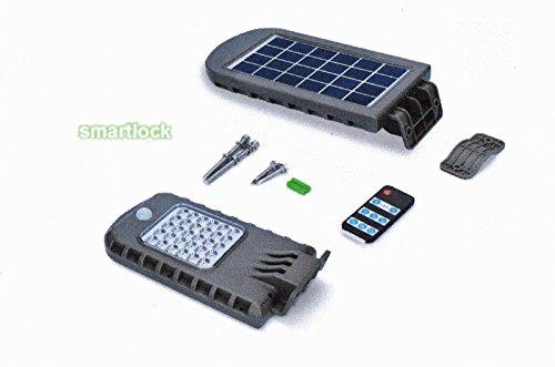 Lámpara LED 8W de exterior IP 65con batería al litio Tecnología Panel Solar y mando SmartLock la tecnología SmartLock predispone éste la lámpara affinche 'el panel solar carga la batería durante el día y activa automáticamente el sensor de movimien...