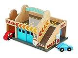 Melissa & Doug Parkhaus mit Tankstelle und Waschanlage aus Holz (3 Teile)