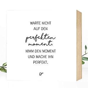 Wunderpixel® Holzbild Der perfekte Moment - 15x15x2cm zum Hinstellen/Aufhängen, echter Fotodruck mit Spruch auf Holz - schwarz-weißes Wand-Bild Aufsteller zur Dekoration Zuhause oder Geschenk-Idee