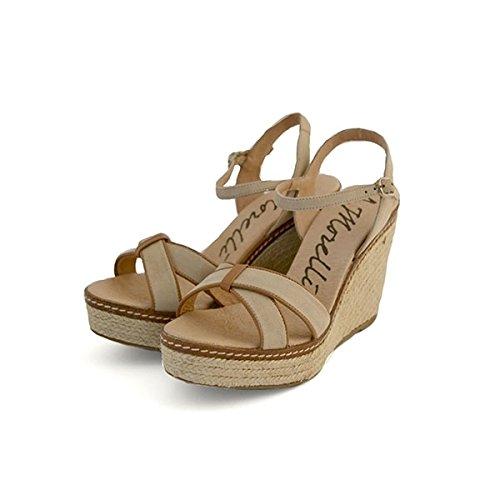 Scarpe sandali Andrea Morelli in camoscio beige, foderate internamente in pelle, chiusura con cinturino, sottopiede in pelle, zeppa in corda da 10 cm, plateau da 3,5 cm e fondo in gomma con logo.