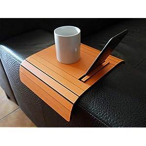 Holz sofa armlehnentisch mit handy und tablet stehen in vielen farben wie orange Armlehnentablett Moderner tisch für…