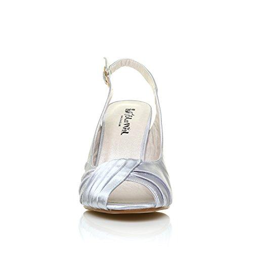 Décolleté Chaussures Argent Satin Chloe Talons Hauts Stiletto Femmes Avec Bride À Talon Et Open Toe Satin Chaussures De Mariage En Argent