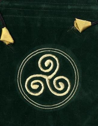 Tarot Beutel Triscal.  Aus Samt, grün mit Stickerei. (Bestickte Samt-beutel)