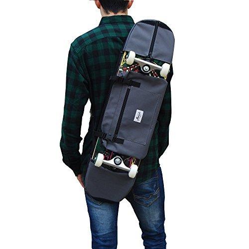 Mochila skate monopatin skateboard backpack gris para transportar el monopatin de 7,5 - 8,5 pulgadas, es un complemento ideal para skater jovenes y mayores. Pack con varias PEGATINAS GRATIS de regalo.