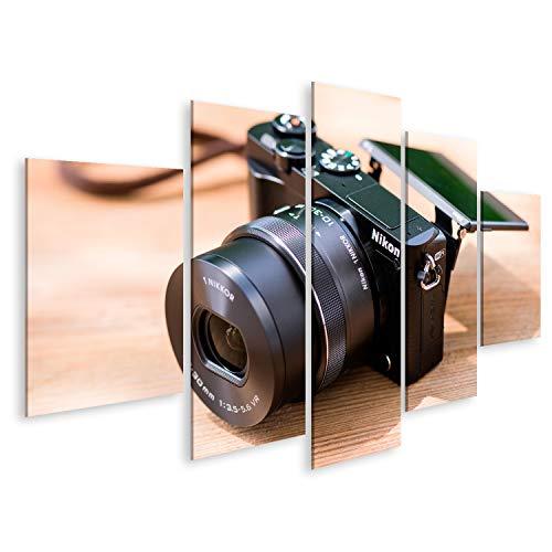 Bild Bilder auf Leinwand BANGKOK THAILAND - 25 JUNI 2017: Schwarz Nikon 1 J5 mit 1 Nikkor 10-30mm befestigt Die Nikon 1 J5 ist eine digitale spiegellose Kamera die von Nikon am 2 April 2015 - Thailand Spa