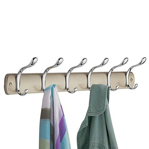 mDesign Perchero de pared con 6 ganchos para colgar ? Colgadores de ropa para recibidor o armario ? Ideal para abrigos, pilotos, chaquetas, chales, pañuelos y más ? Color champaña