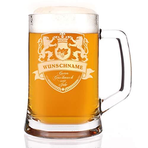 Herz & Heim® Bierkrug mit Gravur des Namens und des Geburtsjahr 1 Löwenwappen