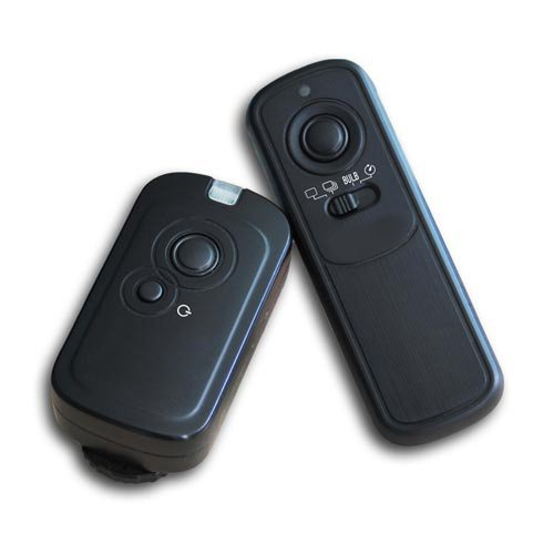 Galleria fotografica Kaavie - Pulsante per scatto a distanza (Radio) per Canon PowerShot G10,G11,G12 / EOS 60D,1100D,1000D,650D,600D,550D,500D,450D,400D,350D, 300D,EOS 30,33,50,300 / Rebel T3i, T2i, T1i, XSi,XS / Pentax: K7,K10,K20,K100,K200. / Samsung:GX-1L,GX-1S,GX-10, GX-20. / Contax:645,N1, NX,N Digital